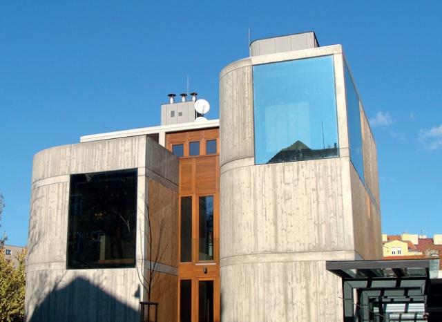 Výstavba monolitické průmyslové budovy